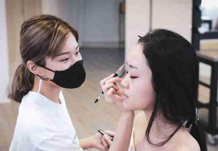Ladyy Claire makeup doing bridal makeup for a client